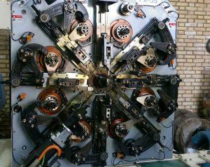 تولید انواع فنر های صنعتی  ،خار های فنری ،تسمه های فنری ،اشبیل ها  و… با دستگاه های تمام اتوماتیک و CNC